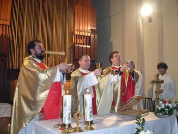 Misa en la parroquia de la Transfiguración